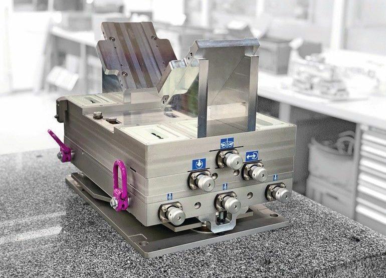 Ultrakompaktes_6-Achs-Positioniersystem_Easy_A3_von_Steinmeyer_Mechatronik