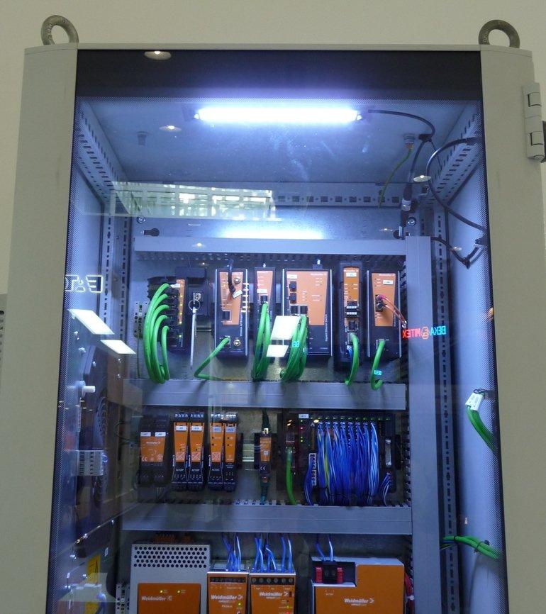 Arbeitsplatzbeleuchtung auch für den Einbau in den Schaltschrank