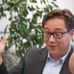 Dr._Thorsten_Koch,_Geschäftsführer_der_Comsol_Multiphysics_GmbH,_betont_die_Vorteile_der_Multiphysik-Simulation