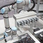 Die_Abfuellanlage_arbeitet_mit_kollaborierendem_Roboter.jpg