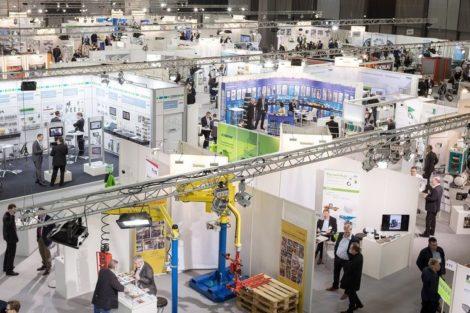 Blick_in_die_Messehalle_der_FMB-Süd_in_Augsburg