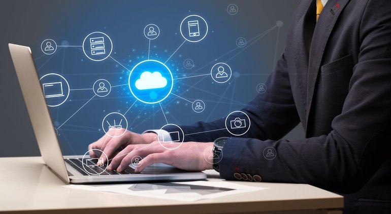 Businessman_hand_typing_with_cloud_technology_system_and_office_symbol_concept_