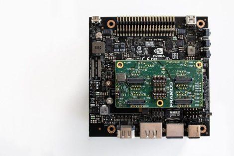Framos_ist_dem_NVIDIA-Partnernetzwerk_beigetreten._Dadurch_kann_das_Unternehmen_nun_Kunden,_die_die_NVIDIA-Jetson-Plattform_für_KI-Edge-Computing_verwenden,_Kameralösungen_anbieten._Dazu_beispielhaft_abgebildet_ist_eine_Kombination_aus_einem_NVIDIA_AGX_Xa