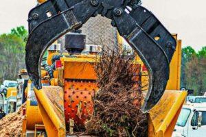 Grapple_Loading_Wood_Waste_into_Tub_Grinder
