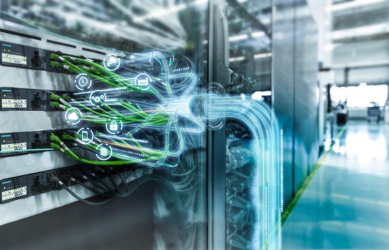 Siemens_zeigt_auf_der_Hannover_Messe_2018_anhand_eines_Messemodells_die_Vorteile_von_Time-Sensitive_Networking_(TSN):_TSN_ermöglicht_eine_noch_robustere_und_zuverlässigere_Ethernet-Kommunikation_zwischen_Maschinen_und_Anlagen_auch_unter_hoher_Netzwerklast