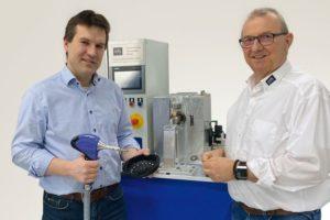 Dr._Christian_Groth_(l.),_Geschäftsführer_MTHUltraschalltechnologie_GmbH_&_Co._KG,_und_Unternehmensgründer_Mathias_Herrde