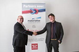 Materialise_Simufact_Schafstall_Motte_Handshake.jpg