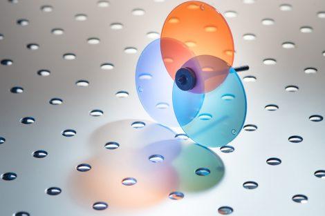 Der_BASF_ist_es_jetzt_gelungen,_ein_teilkristallines_Polyamid_zu_entwickeln,_das_Licht_weitgehend_ungehindert_passieren_lässt._Ultramid®_Vision_weist_eine_sehr_hohe_Lichttransmission_bei_geringer_Lichtstreuung_auf._Es_ist_damit_das_weltweit_erste_teilkris