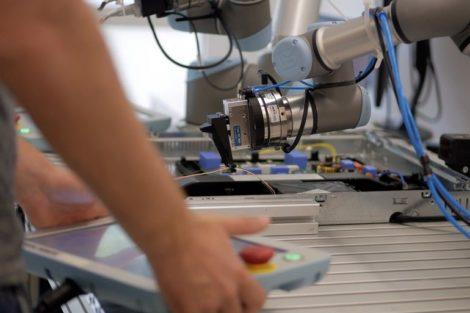 Roboterprogrammierungssuite-ArtiMinds-Teachpanel