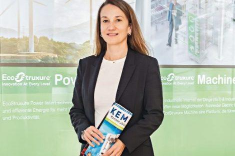 Dr. Barbara Frei, Zone President DACH/CEO Management Board, Schneider Electric GmbH, erklärt die Neuorganisation der Region DACH und deren Mehrwert für Kunden sowie die Digitalisierung Bild: Christoph Landler/Konradin Mediengruppe