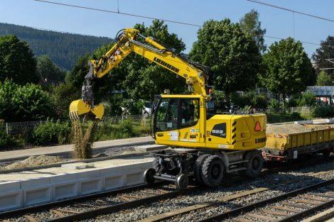 liebherr-a-922-rail.jpg