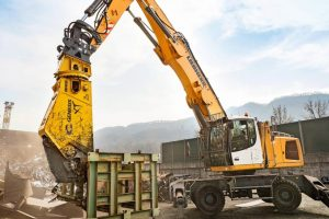 liebherr-genesis-scrap-shears-in-operation.jpg