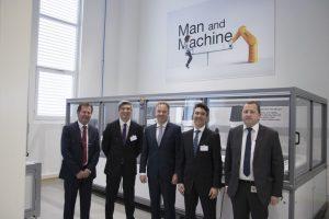 Stäubli Robotics und Schneider Electric
