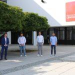 Prof._Dorfner_mit_den_MBSE-Studenten_Erol_Haydn,_Minja_Marinkovic_und_Manuel_Schmuck